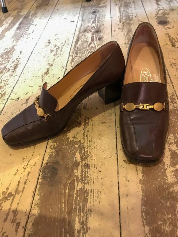Schoen bruin